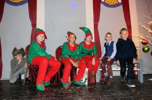 Mikulas2016 Elfs with kids